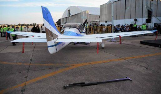 Un avión para resucitar una fábrica